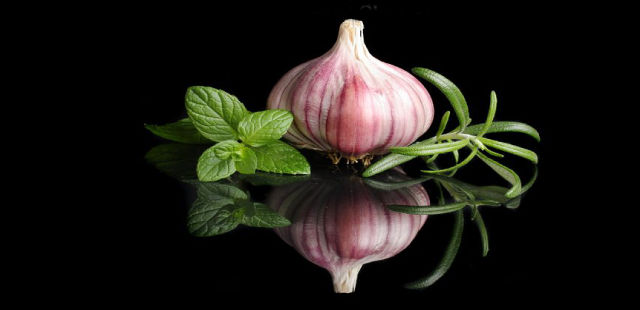 garlic cures warts