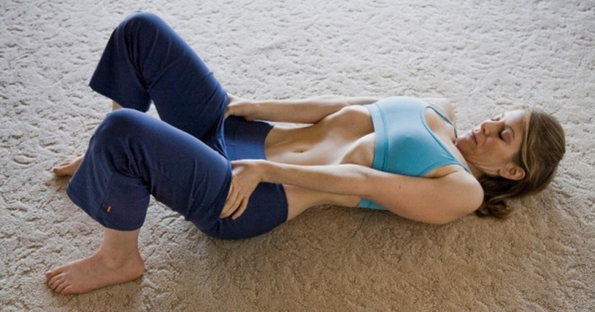 Get a Thinner Waist And Flat Stomach With This Simple Ab Exercise