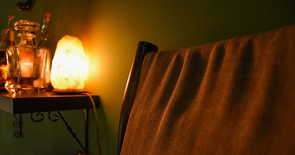 Salt Lamps Positive Ions : Himalayan Salt Lamp Benefits Perfect For Stress And Anxiety!